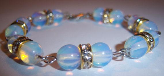 Opálüveg karkötő kapcsos